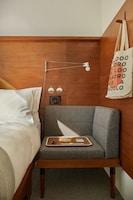 Room, 1 Queen Bed (City)