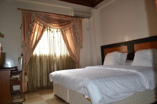 Aurelia Palace, Mfoundi