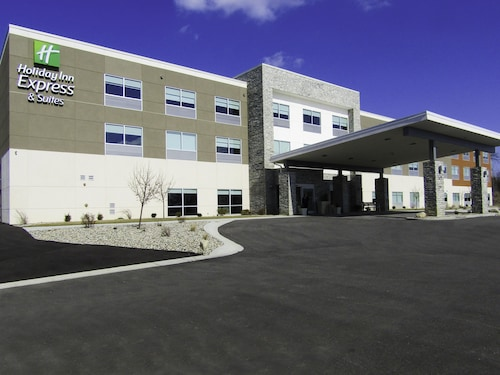 . Holiday Inn Express & Suites Coldwater