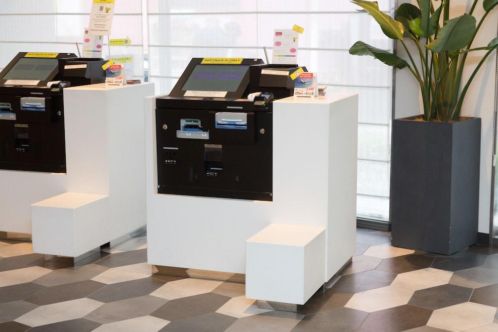 호텔이미지_Check-in/Check-out Kiosk