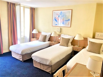 Superior Triple Room with 3 single beds