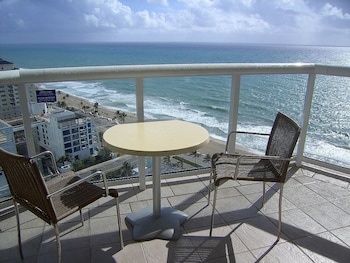 Luxury Studio Suite, 1 King Bed, Ocean View (Unit 2110)