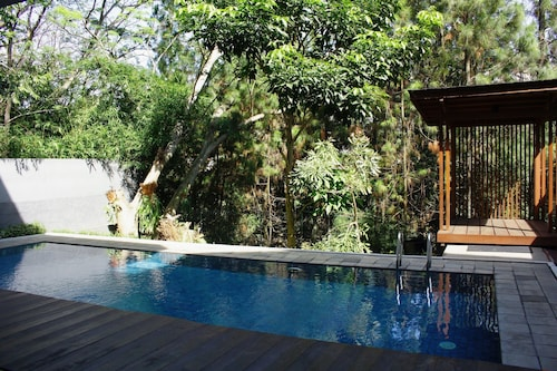 Pinus Villa 5 bedroom with a private pool, Bandung