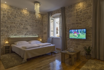 Hotel - Tifani Luxury Rooms