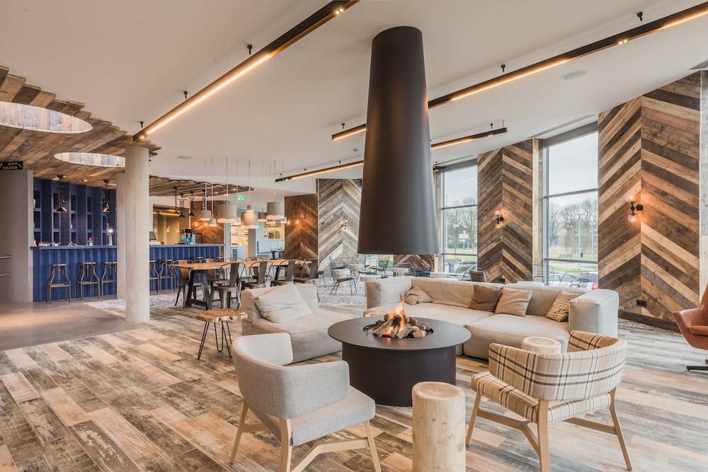 Urban Lodge Hotel, Featured Image