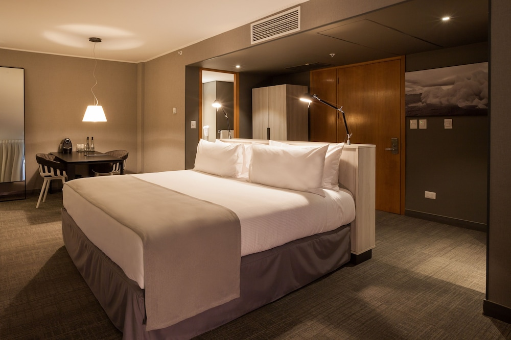 https://i.travelapi.com/hotels/13000000/12600000/12597200/12597149/909a6647_z.jpg