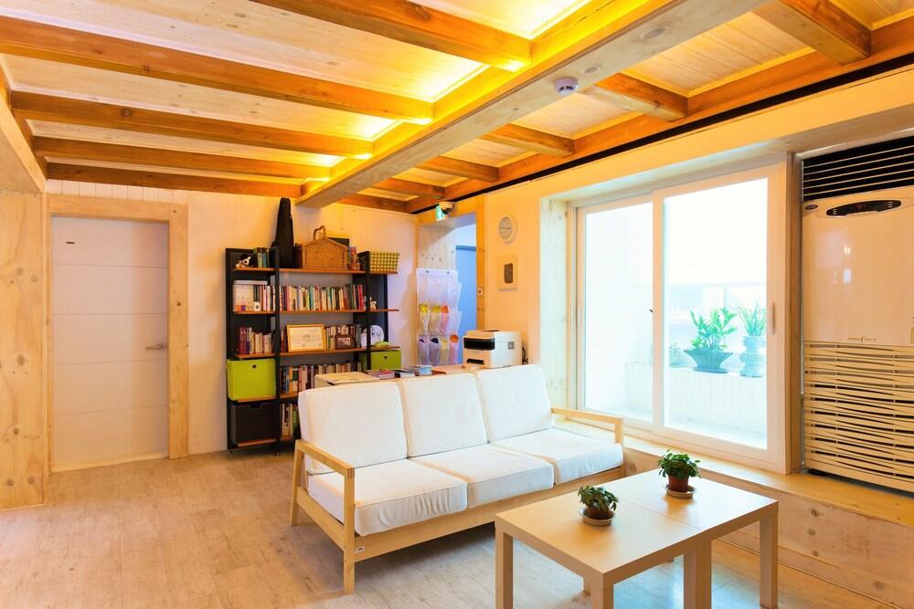 Lian Guesthouse - Hostel