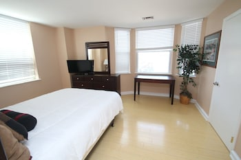 Premium Apartment, 2 Bedrooms, City View (2 Queen Beds & 1 Futon)