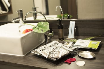 HOTEL ZEN - ADULTS ONLY Bathroom Amenities