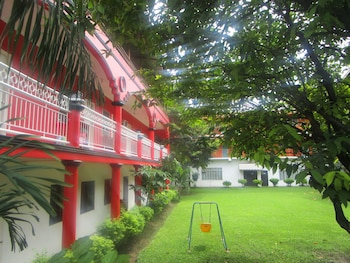 E-MO Dormitory Hostel Cebu Porch