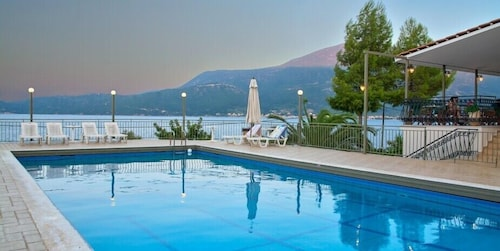 . Green Bay Hotel