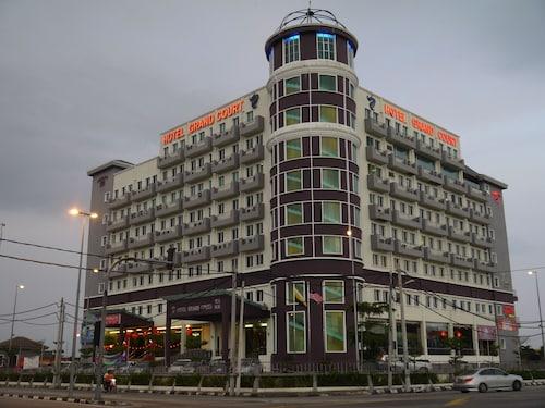 . Grand Court Hotel