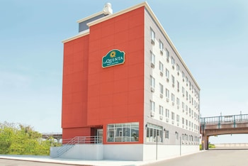 Hotel - La Quinta Inn & Suites by Wyndham Far Rockaway