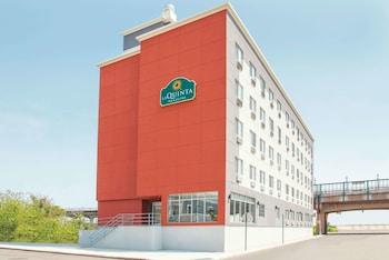 Hotel - La Quinta Inn & Suites by Wyndham Far Rockaway