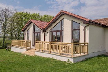 Luxury Cottage, 2 Bedrooms (2BEDMG51)