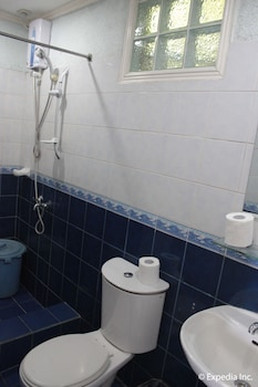 Blue Rock Beach Resort Zambales Bathroom