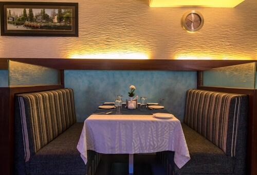 OYO 1085 Hotel Budhil Park, Visakhapatnam