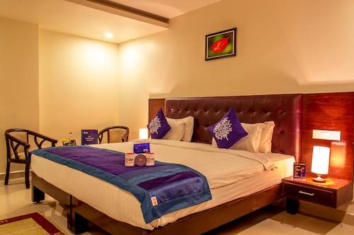 OYO 1302 Hotel Green Apple, Visakhapatnam