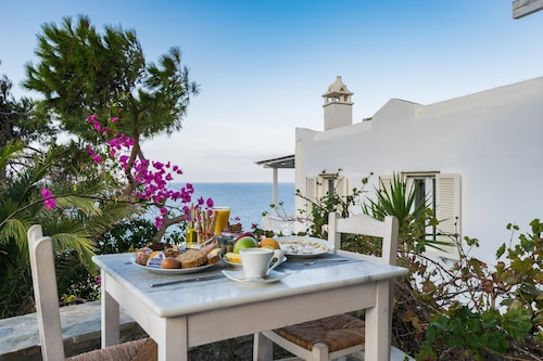 With Inn, South Aegean