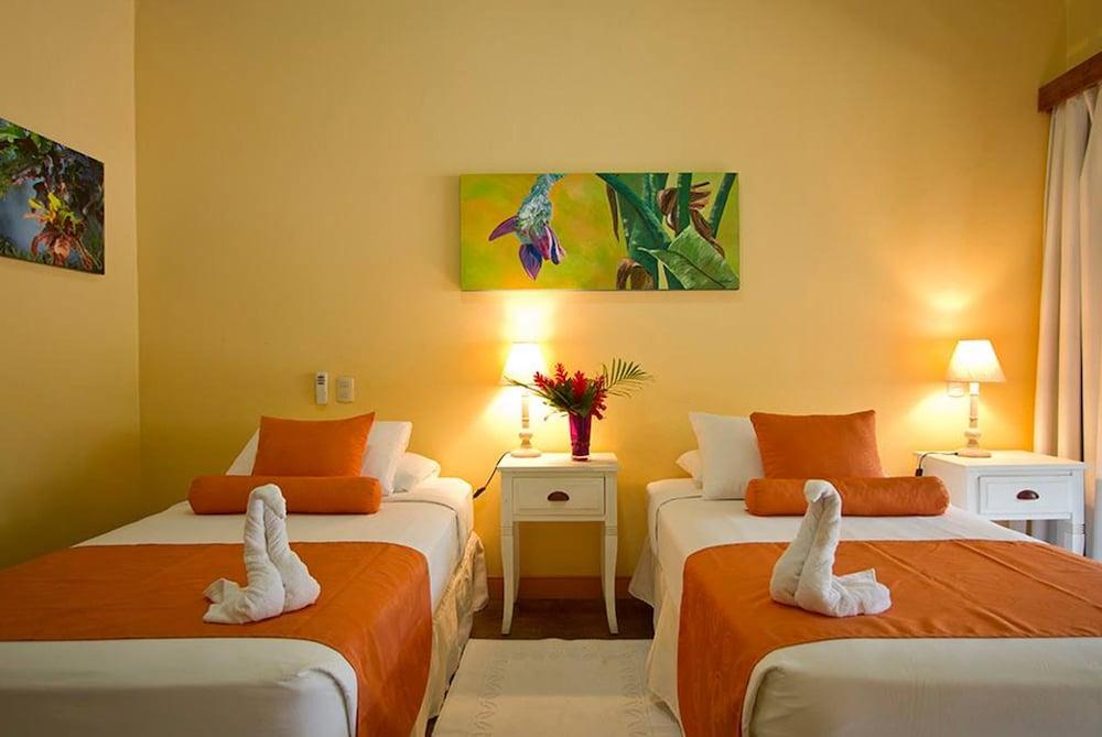 https://i.travelapi.com/hotels/13000000/12660000/12654100/12654080/1e92b011_z.jpg