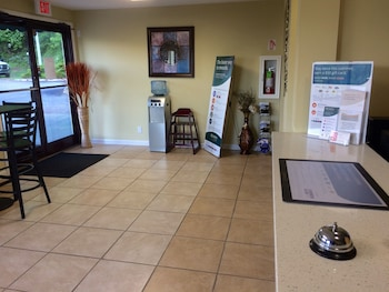 Econo Lodge - Interior Entrance  - #0