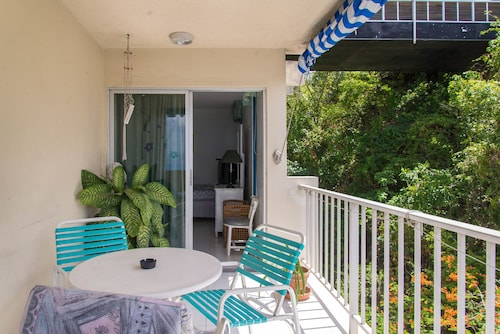 Sky View Beach Studio - Montego Bay Club,