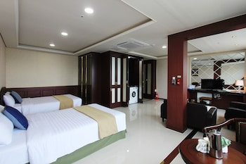 Deluxe Triple Room (With Kitchen)