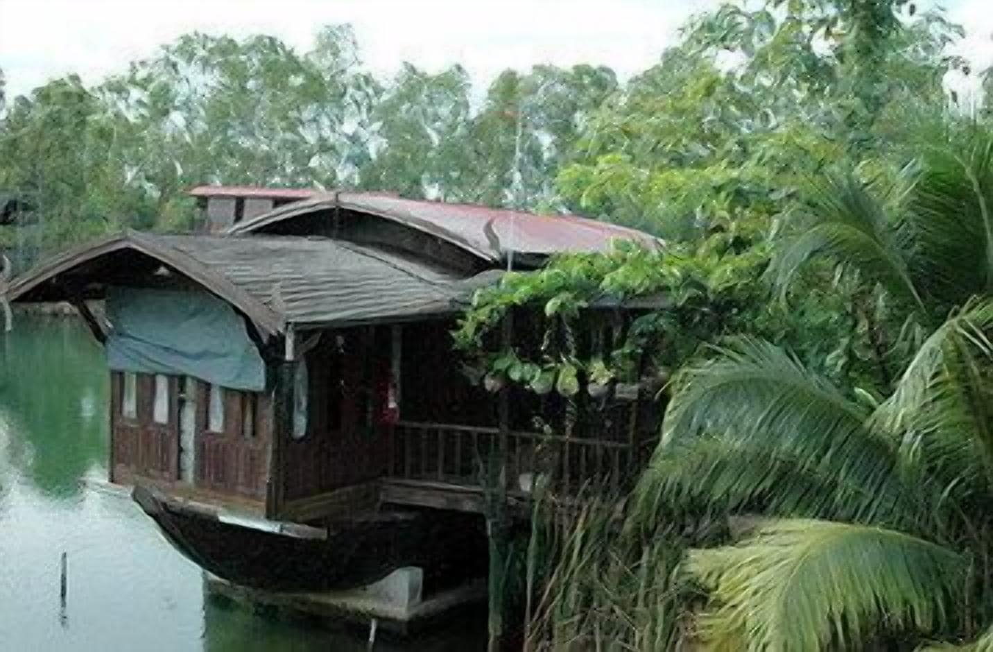 Momchailai River Retreat, Bang Len