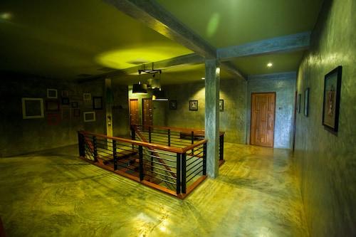 Afterglow hostel, Mae Sai
