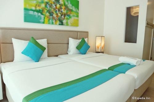 Lime Hotel Boracay, Malay