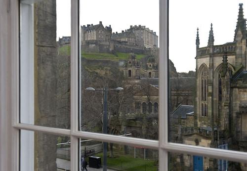 . Destiny Scotland - Princes St Residence