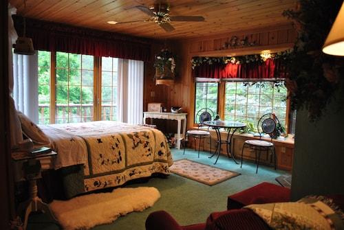Horton Creek Inn Bed and Breakfast, Charlevoix