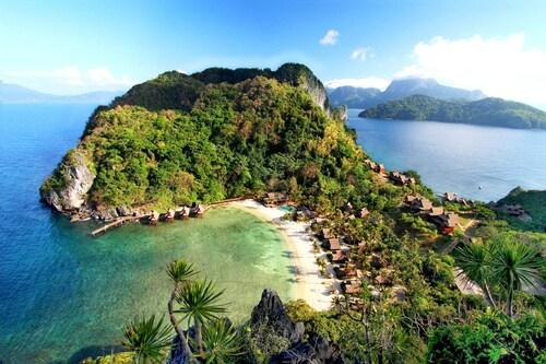 . Cauayan Island Resort
