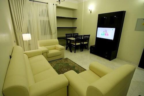 Remas Hotel Suites, A Seeb