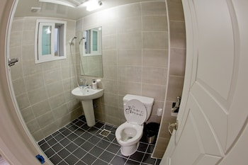 Hwarang Hostel - Bathroom  - #0