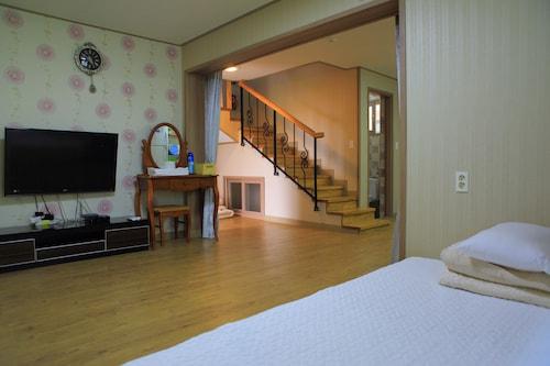 Gillime Pension Guesthouse - Hostel, Jeju