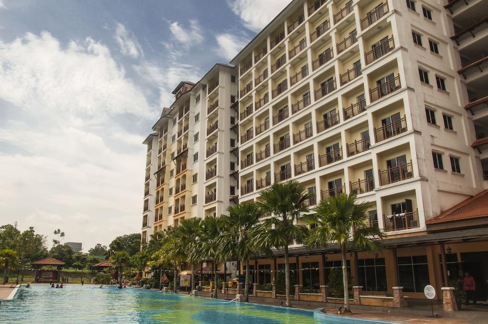 Suria Service Apartment Hotel