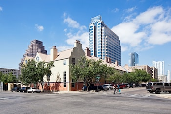 Residences at The Railyards - Downtown Austin
