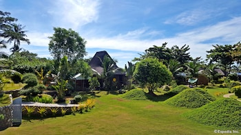 White Chocolate Hills Resort Dumaguete Property Grounds