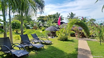 White Chocolate Hills Resort Dumaguete Sundeck