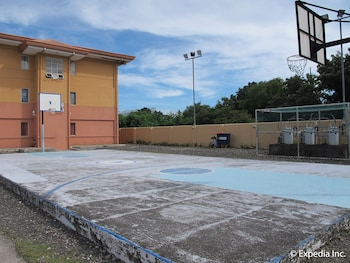 Hollywood Suites Bulacan Basketball Court