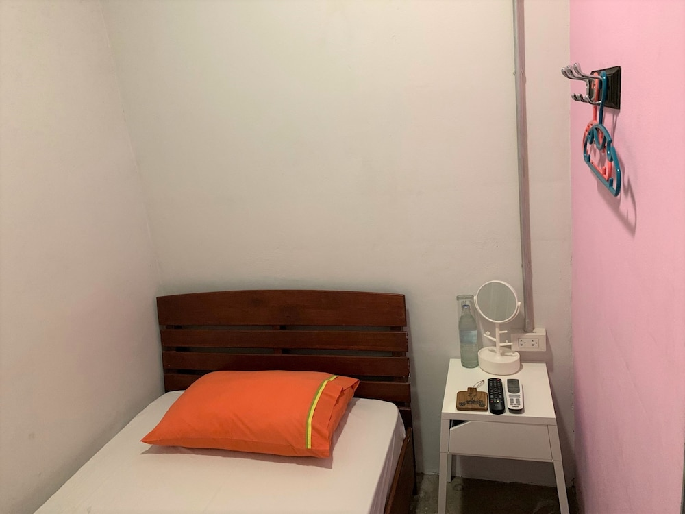 Economy Room Mixed for 4 persons