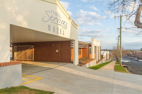 . Cowra Services Club Motel