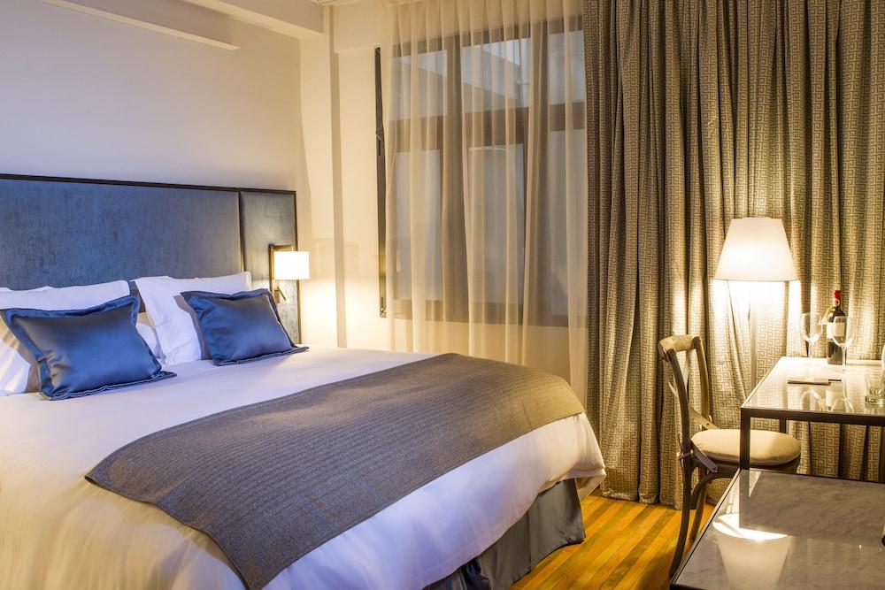 https://i.travelapi.com/hotels/13000000/12760000/12754500/12754460/c789f7d9_z.jpg