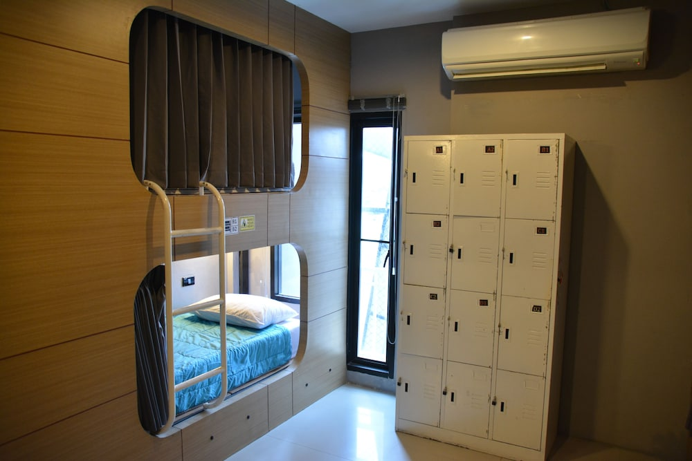 https://i.travelapi.com/hotels/13000000/12760000/12758700/12758688/a637acf1_z.jpg