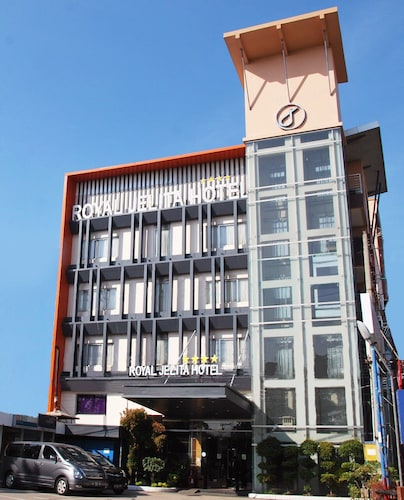 . Royal Jelita Hotel
