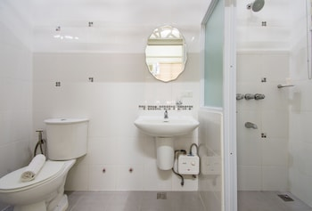 ALICIA TOWER RESIDENCES - ADULT ONLY - HOSTEL Bathroom