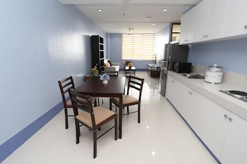 ALICIA TOWER RESIDENCES - ADULT ONLY - HOSTEL Living Room