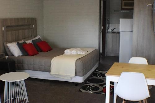 . Thomas Lodge Motel