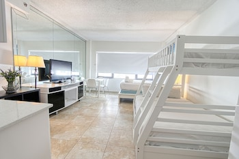 Premium Studio, 2 Double Beds, Partial Ocean View